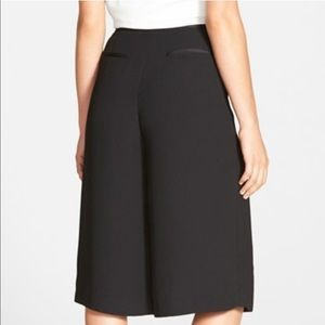 Vince Camuto Satin Trim Culottes NWT Size 6